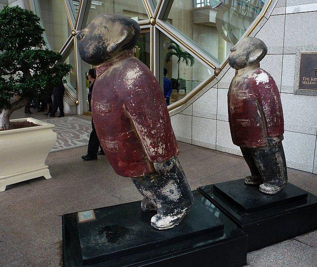 Zhu Wei - Mao figures, 2001
